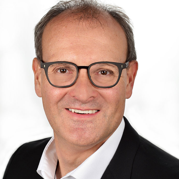 Dr. Bernhard Engelbrecht